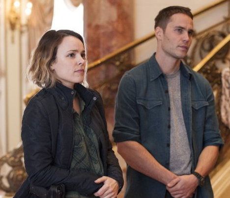 Rachel McAdams and Taylor Kitsch in True Detective